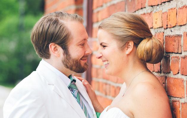 Toisissa häissään Tiina ja Samuel tiesivät, kenen kanssa he menevät naimisiin. © Markku Tahvanainen