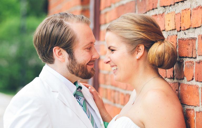 """Ensitreffit alttarilla -pari Tiina ja Samuel menivät uudestaan naimisiin: """"Halusimme itse valita toinen toisemme"""""""