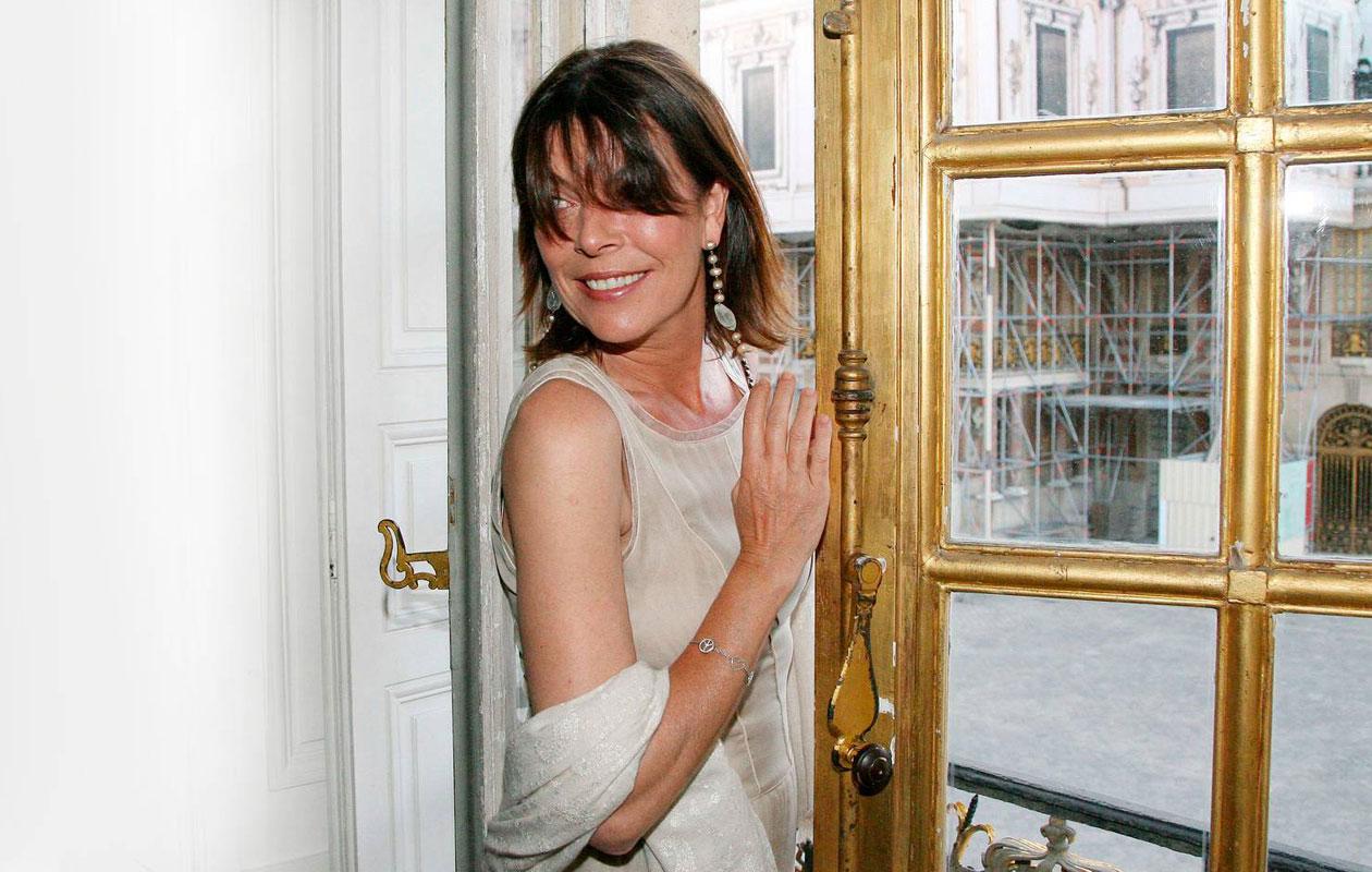 Prinsessa Caroline Versailles'n palatsin peilisalissa kesäkuussa 2008.