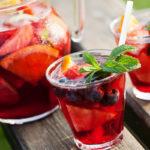 Sangria on yksi suosituimmista kesäjuomista.