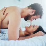 Vaikka mies masturboisi paljon, hän saa silti parhaan orgasmin rakastellessaan.