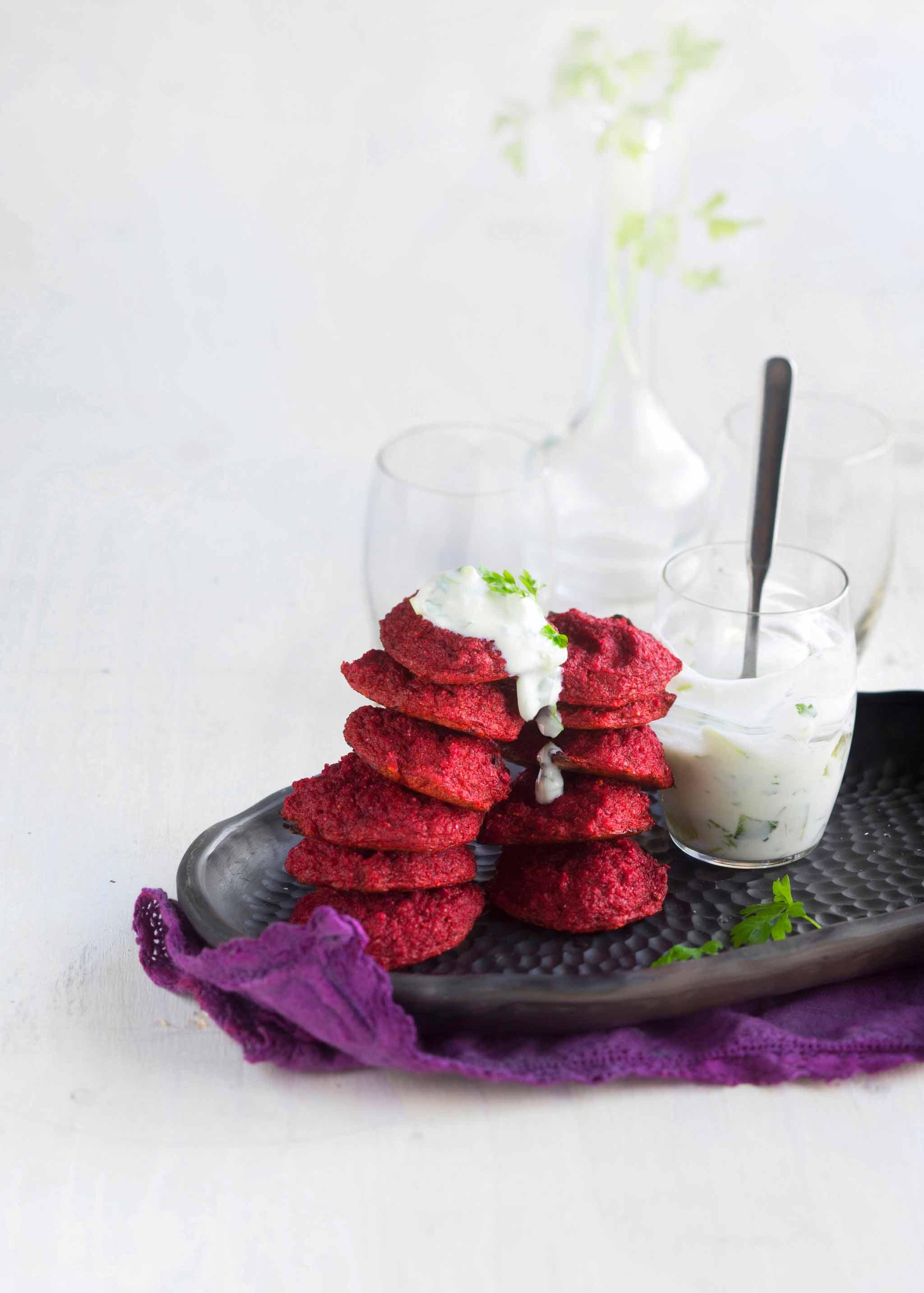pienet punajuuripihvit ja jogurttikastike