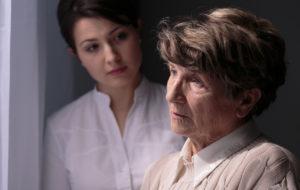 Alzheimer alkaa usein hitaasti – tunnista muistisairauden ensimmäiset oireet
