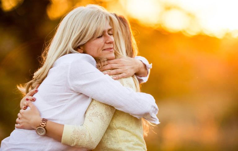 Halaaminen tuottaa hyvää oloa ja edistää terveyttä: 10 halaamisen terveyshyötyä