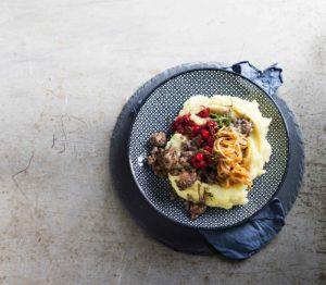 härkiskäristys ja palsternakka-perunamuusi