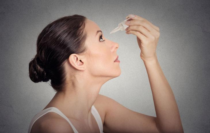 Kuivat silmät vaivaavat keski-ikäistä