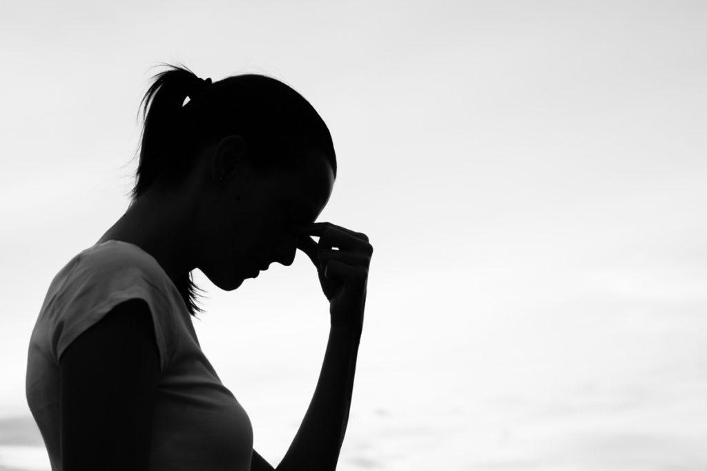 Masennus ja itsetuhoisuus eivät aina näy ulospäin, muistuttaa kuvapari