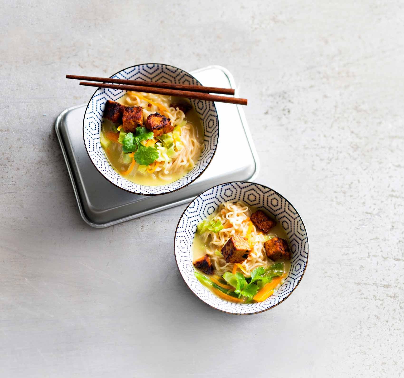 Parhaat nuudeliruoat: tofu-nuudelikeitto