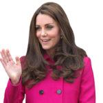 Herttuatar Catherine edusti pinkissä takissa odottaessaan prinsessa Charlottea vuonna 2015.