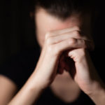 Katkeruudesta eroon päästäkseen on tärkeää tunnistaa ja hyväksyä omat tunteet.