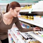 On suositeltavaa ostaa lääkkeet ennemmin apteekista kuin marketista, vaikka se olisikin sallittua, koska apteekeissa henkilökunnalta saa apua.