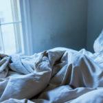Sininen makuuhuone antaa unelle hyvät edellytykset.