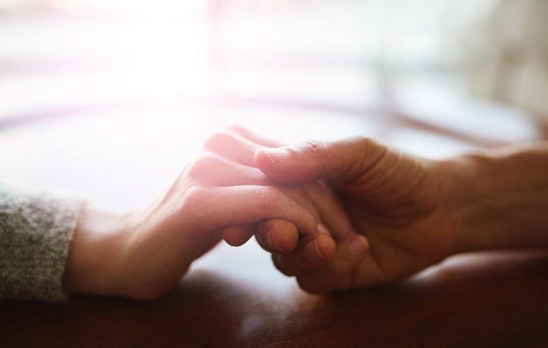 Näin katkaiset negatiivisen kierteen parisuhteessa – psykoterapeutti Mikael Saarinen neuvoo