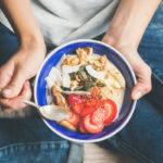 Kehoa ja suolistoa hellivä ruokavalio on kasvispainotteinen, sisältää runsaasti täysjyväviljatuotteita, palkokasveja sekä marjoja, hedelmiä ja tyydyttymättömiä rasvoja.