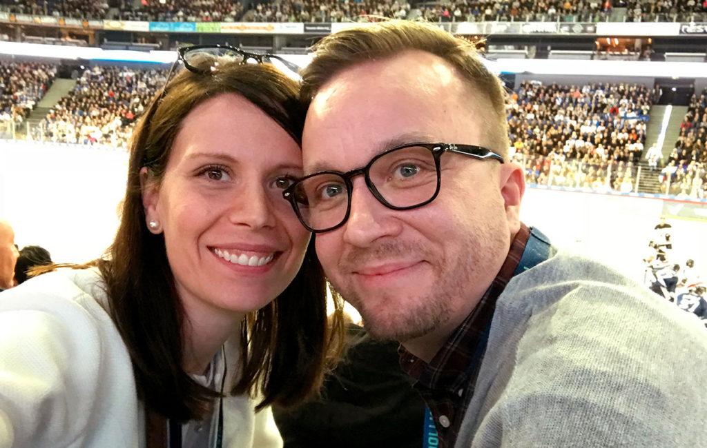 Sari ja Antti viettivät laatuaikaa kahdestaan Suomi–Kanada-jääkiekko-ottelussa.