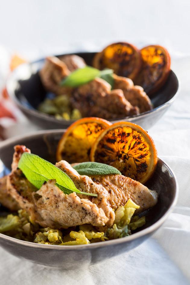 appelsiini-salviakalkkunaa, saksanpähkinää ja kukkakaalia