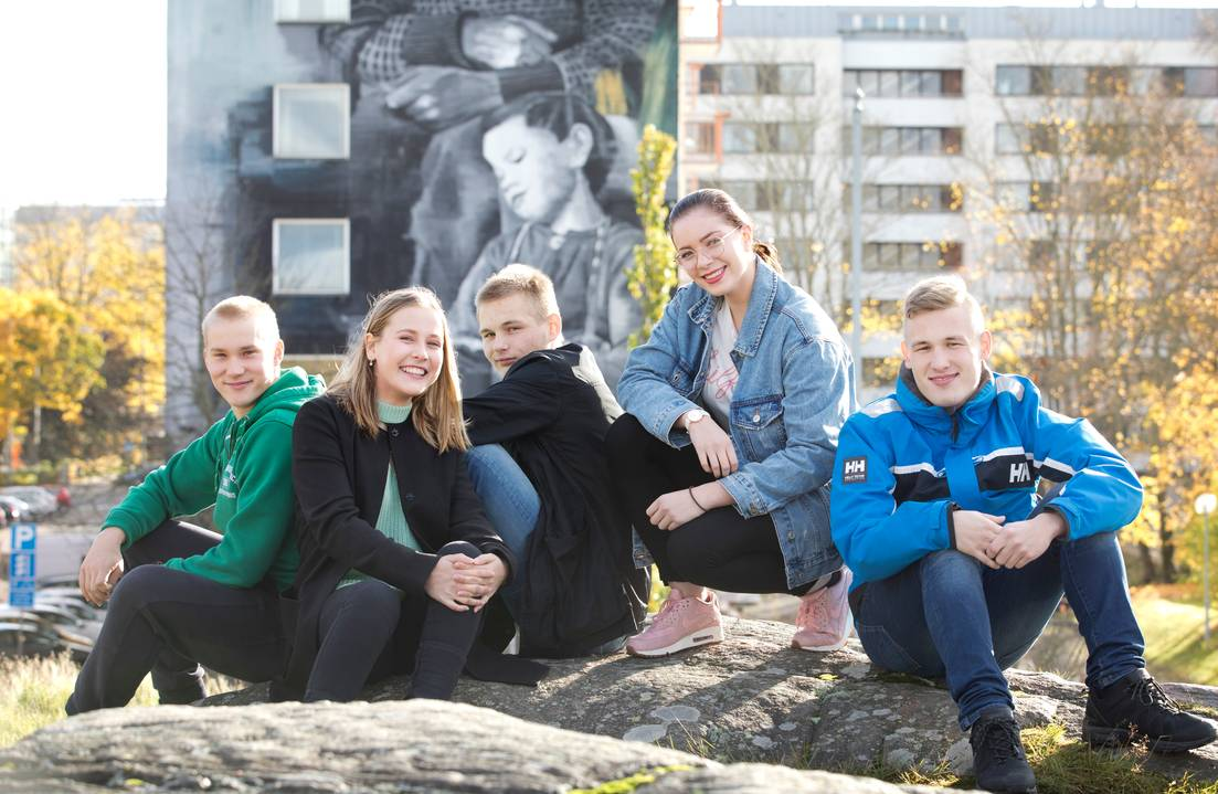 Viisi lukiolaista