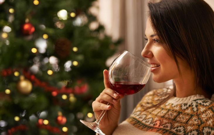 Tuleeko juhlapyhinä juotua päivittäin? Näistä merkeistä tunnistat alkavan addiktion