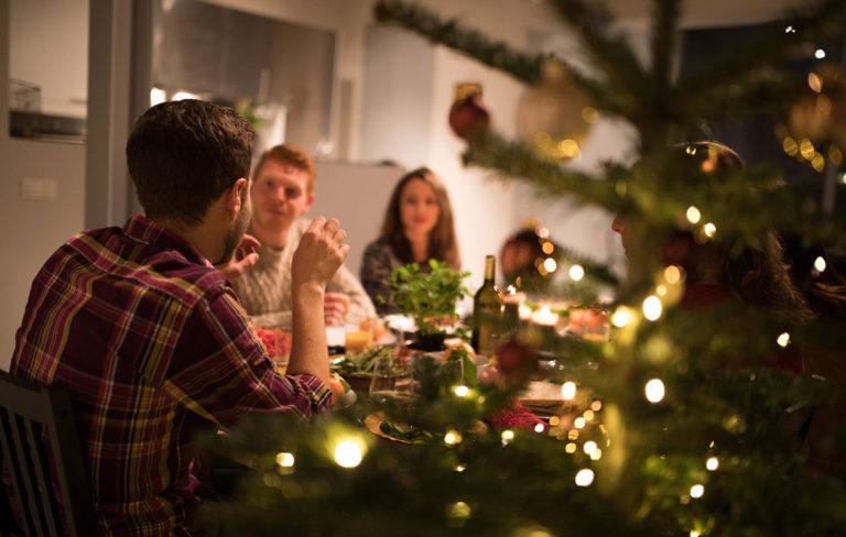 Istuuko joulupöydässäsi narsisti? Näistä merkeistä tunnistat!