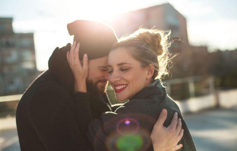 Läheisriippuvuutta vai rakkautta – näin erotat