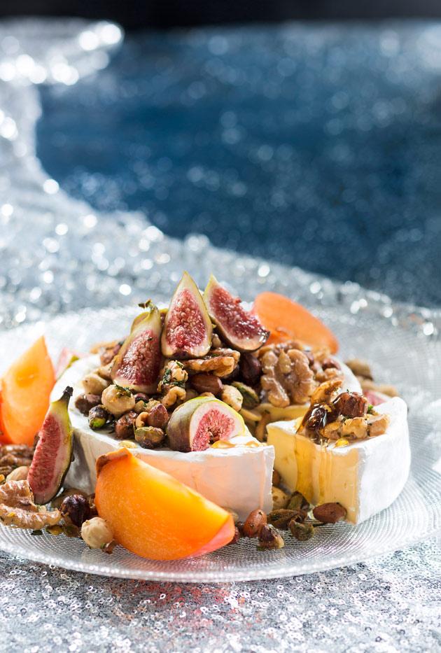 brietä, viikunoita ja sitruuna-rosmariinipähkinöitä