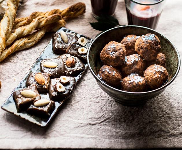 kookostoffeet ja taatelipallot
