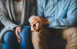 Mietitkö, kannattaako suhdetta jatkaa? Kehosi viestit saattavat kertoa oikean ratkaisun