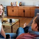 Hyvä ja avoin kommunikaatio lujittaa parisuhdetta.