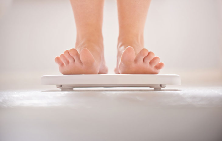 Vaivaako turvotus? Kysyimme asiantuntijalta, kuinka paljon painosta voi olla ylimääräistä nestettä
