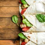 50:50-dieetti perustuu siihen, että aina voi valita puolet kevyemmän vaihtoehdon. Esimerkiksi vaikka tortillan täytteissä.