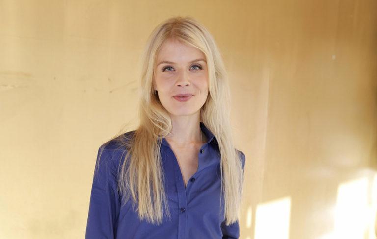 """Alina Tomnikov: """"Olen onnekas, kun vanhempani ovat sanoneet minun olevan hyvä juuri sellaisena kuin olen"""""""