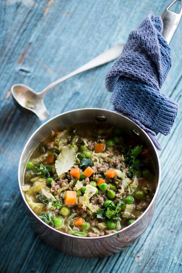 Kaaleja kannattaa hyödyntää monipuolisesti ruoanlaitossa. Kokeile perinteisten kaalikääryleiden ja -laatikon lisäksi myös kaalipestoa, -wokkia ja punjabilaista eli intialaisittain maustettua kaalia.