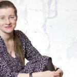Laura Honkasalo osti monta vuotta rintaliivit ja sukkahousut kierrätyskeskuksesta.