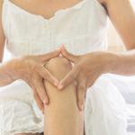 Nivelten naksuminen voi olla haitallista silloin, jos se aiheuttaa kipua.
