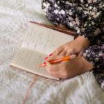 Päiväkirja auttaa kehittämään itsetuntemusta.