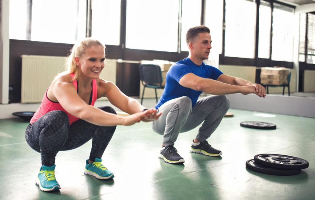 Parhaiten syväkyykyn tekniikan oppii oman kehon kautta, valmentajan avustuksella.