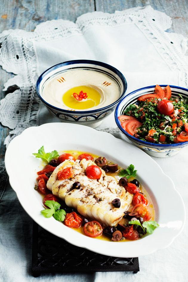 za'atarilla maustettu uuniturska, tabbouleh ja hummus