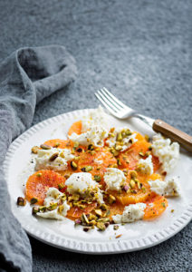 veriappelsiini-mozzarellasalaatti