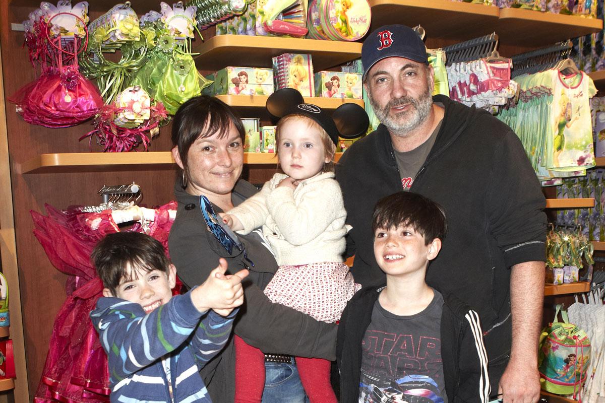 Kim Bodnia ja vaimo ja lapset