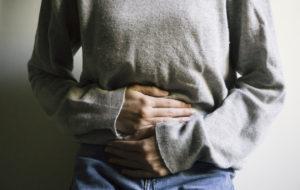 vatsan kipu ja turvotus