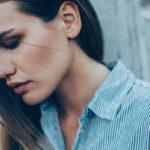 – Vaikeiden tunteiden kohdalla on hyvä pysähtyä ja miettiä, mistä tunne kumpuaa, Riina Luomanperä neuvoo.