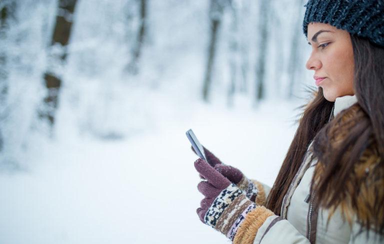 Sammuuko älypuhelimesi pakkasessa? 4 keinoa, joilla voit saada akun kestämään pidempään