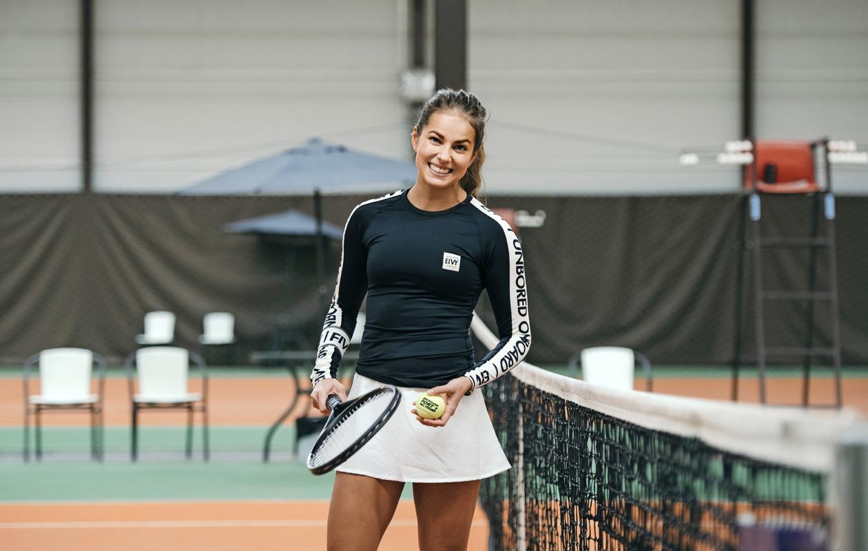 Tiia-Maria Hahtola pelaa tennistä