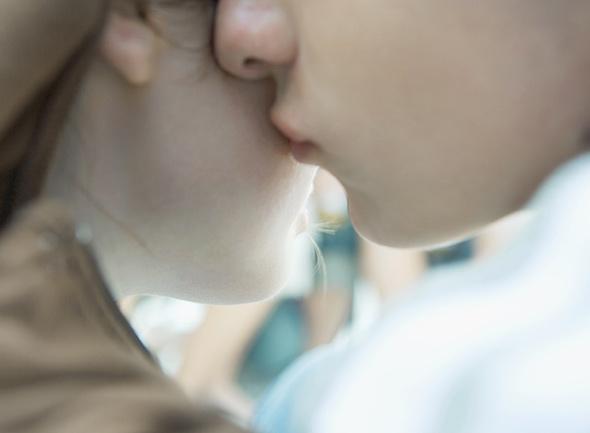 Miten suudella tyttöä, kun et ole dating
