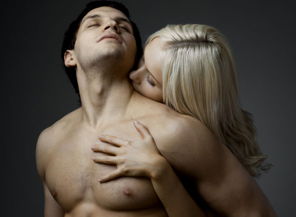 ilmaisia panoja nainen ja mies sängyssä
