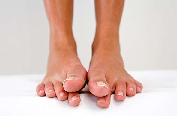 Lihaksikas naisten jalat alaston-3780