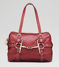"""Miten Manhattanin Park Avenuen prinsessojen käsilaukusta """"it bagistä"""" tuli  kiusallinen """"shit bag""""  Luksustavaratalojen ylellisyyskatalogien tuotteita  saa ... 83a275a1f8"""