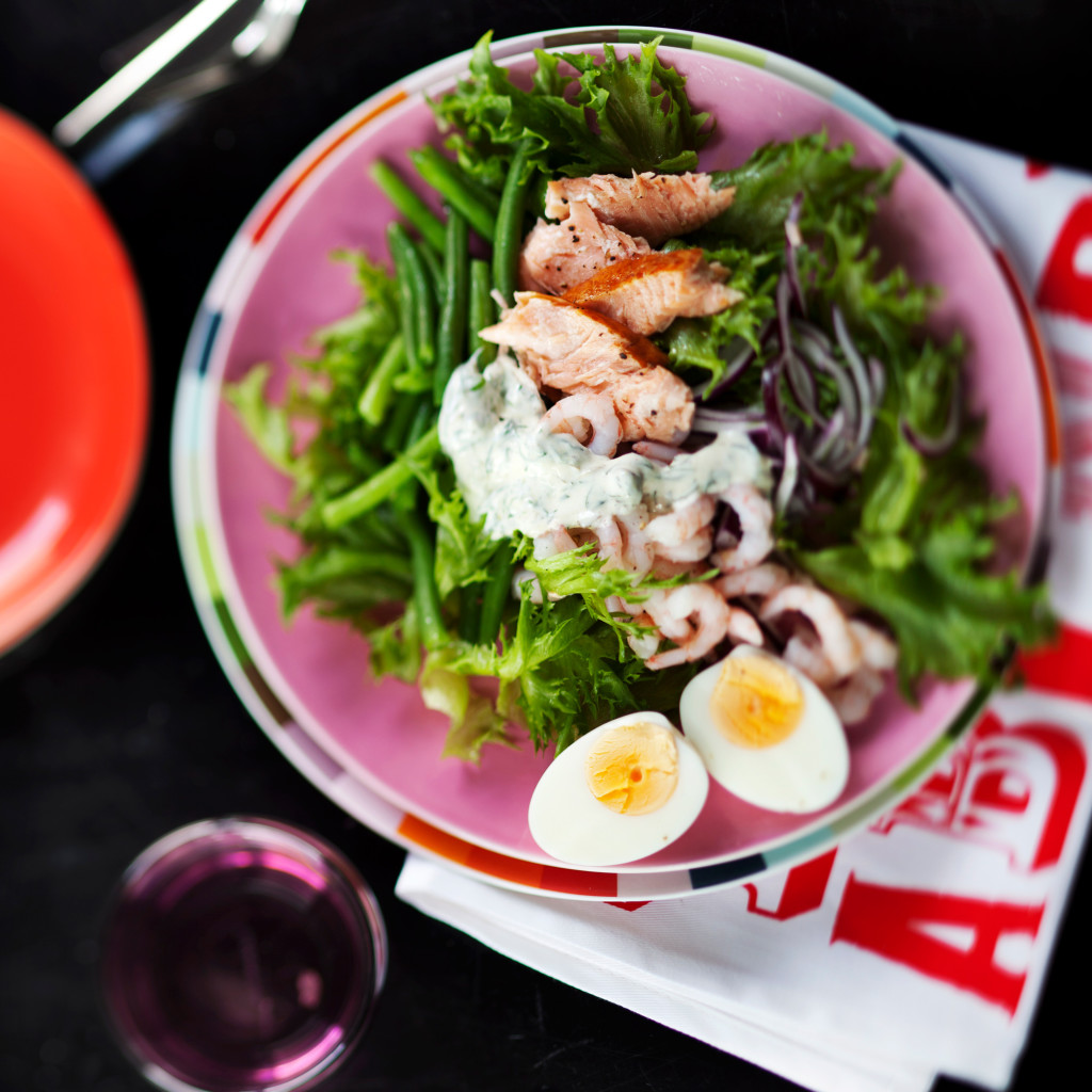 nizzan salaatti pariloidusta lohesta