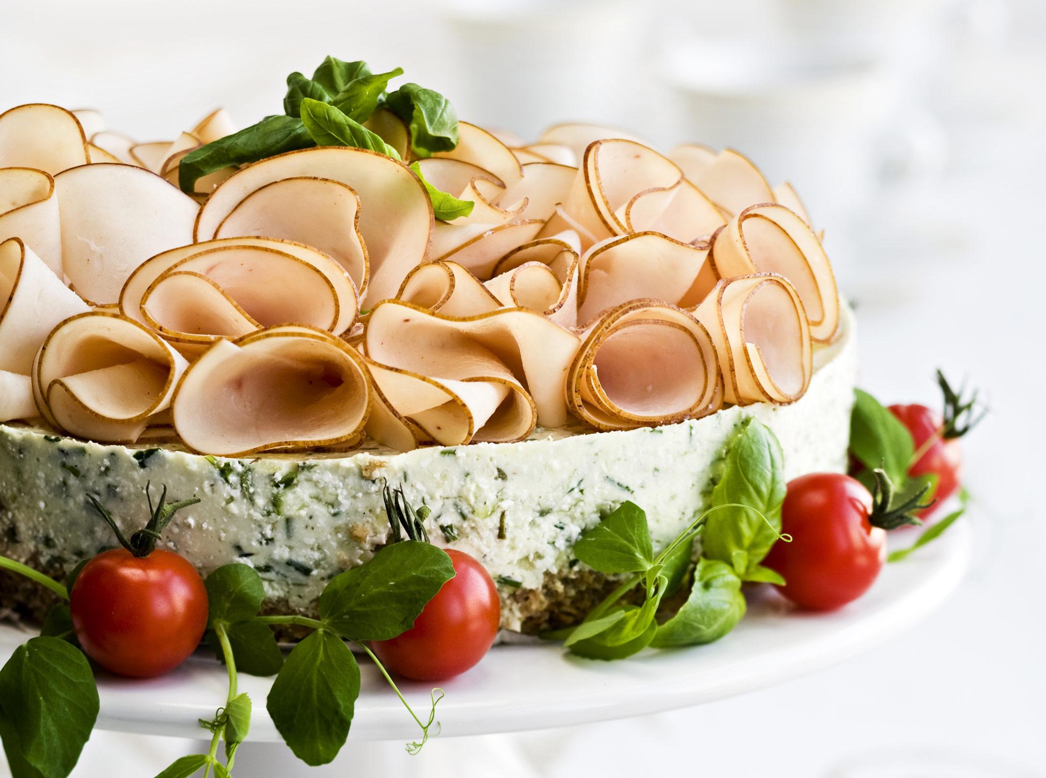 kurkku-voileipäkakku