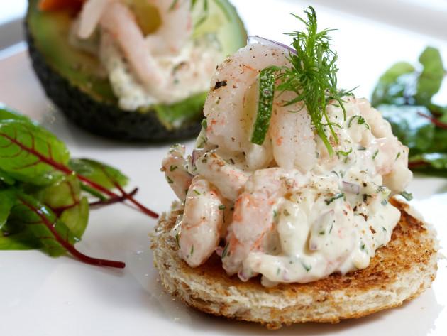 Toast skagen eli katkarapuleipä on ruotsalainen klassikko: se valmistuu alle 30 minuutissa.